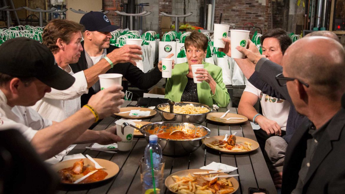 44 Blue Productions - Mark Wahlberg Donnie Wahlberg Paul Wahlberg - Wahlburgers